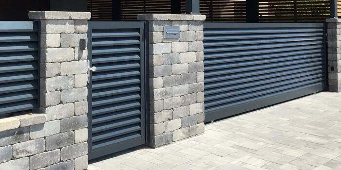 Zäune und Tore aus pulverbeschichtetem Aluminium